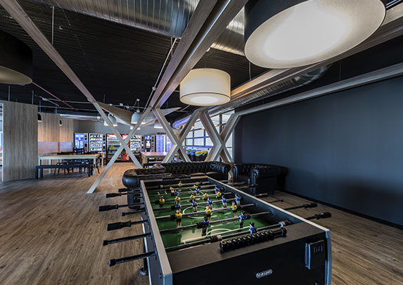 Equipamiento integral Renault sala juegos | Muebles de oficina Spacio