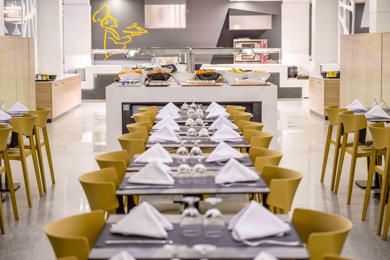 Restaurante hotel California Garden Wing mostaza | Muebles de oficina Spacio