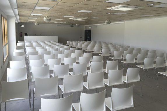 Sala de catas Cuatro Rayas sala ponencias | Muebles de oficina Spacio