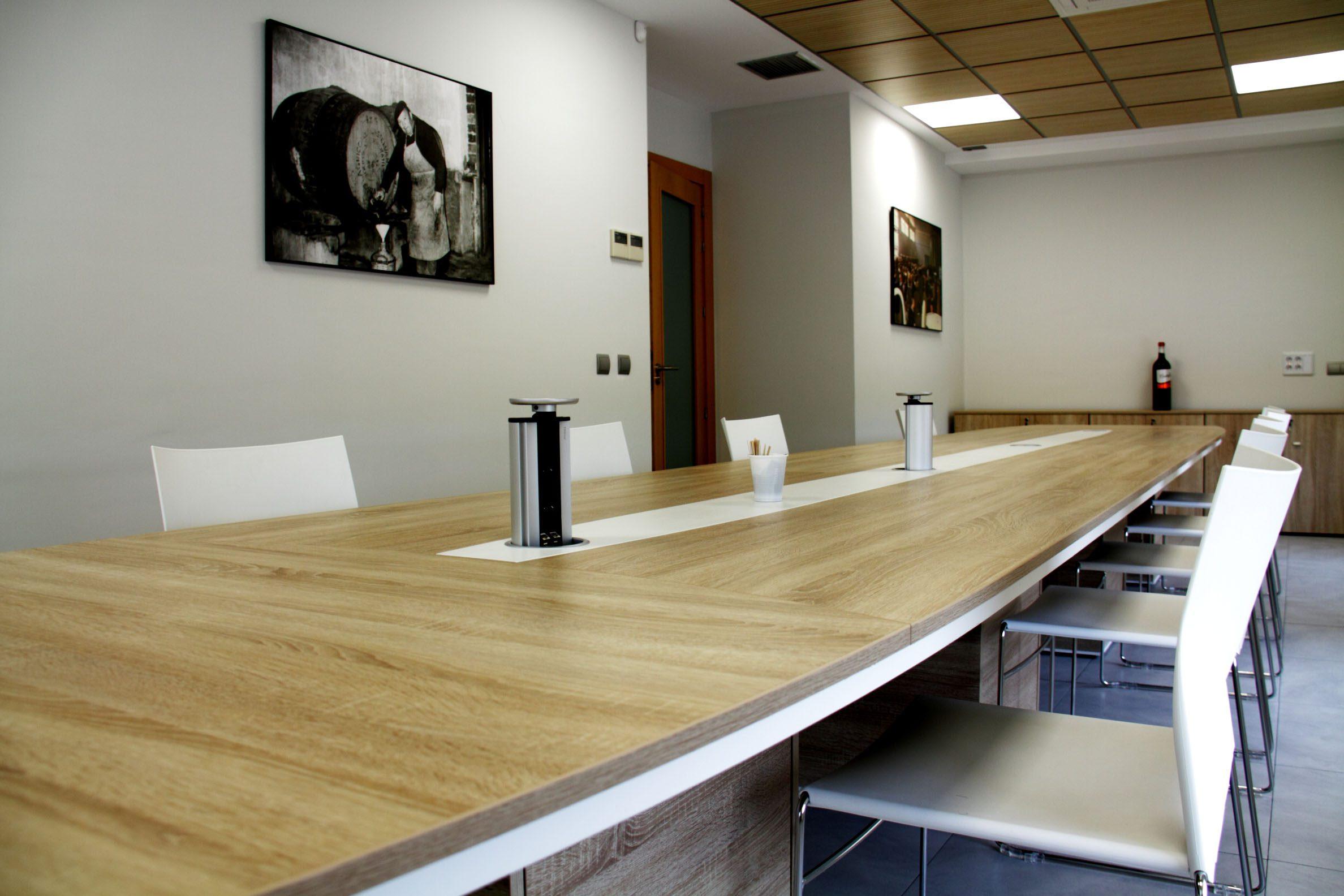 Sala de catas Cuatro Rayas sala reuniones | Muebles de oficina Spacio
