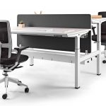 Mesa regulable Mobility separador negro | Muebles de oficina Spacio