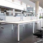 Mesas de escritorio Cool E100 puestos operativos | Muebles de oficina Spacio
