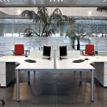 Mesas de escritorio Cool E100 vista lateral chaflán | Muebles de oficina Spacio
