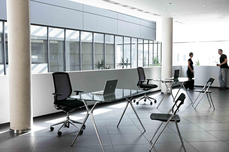 Mesas despacho plek gran versatilidad mobiliario de for Mesas y sillas de oficina