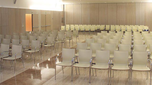 Capilla Benito Menni sillas Ikara | Muebles de oficina Spacio