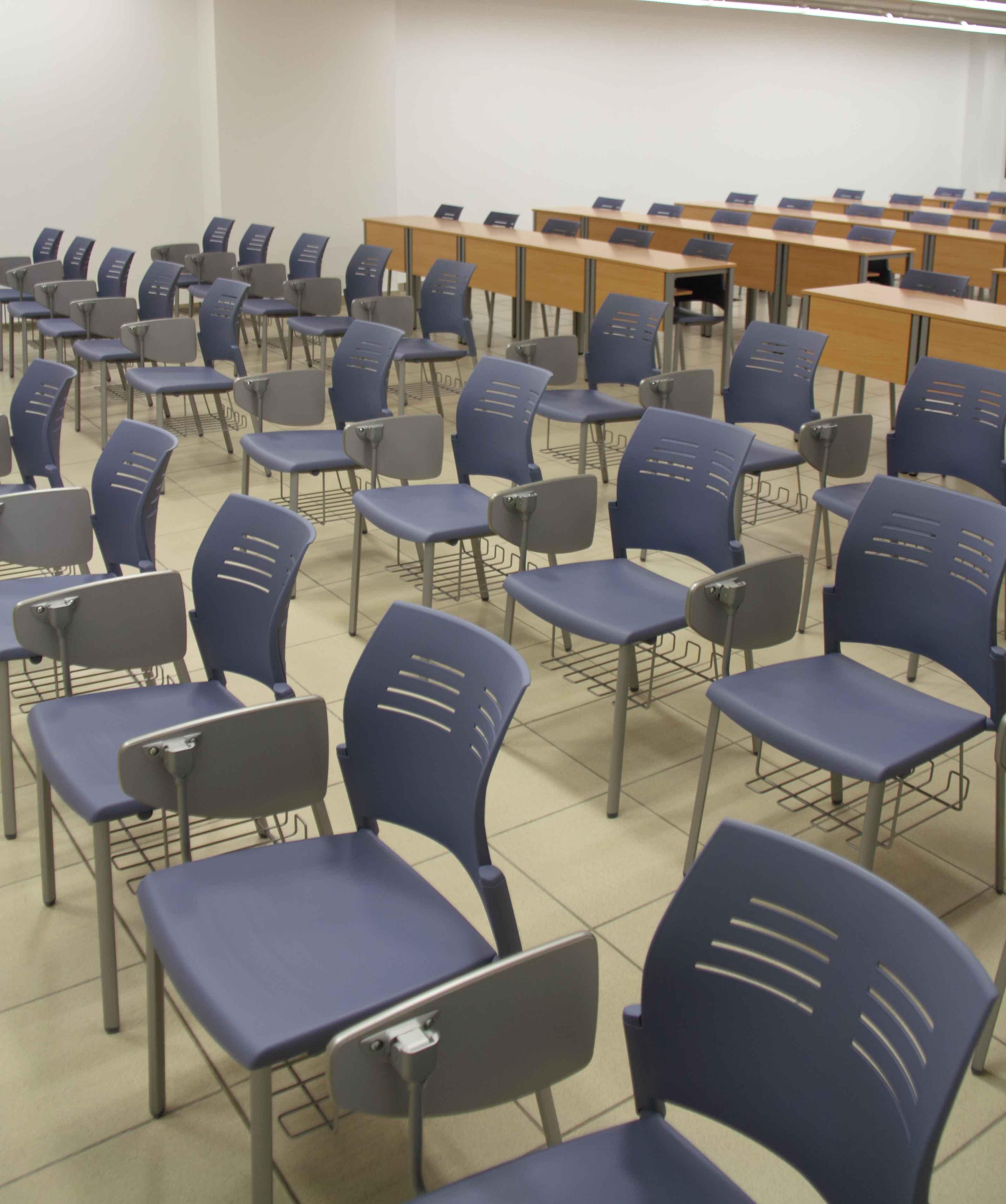 Equipamiento escolar UVA sillas Spacio con pala | Muebles de oficina Spacio