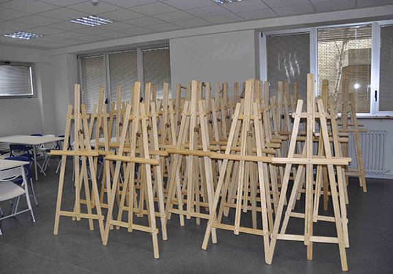 Equipamiento integral Casa Cuna atriles madera | Muebles de oficina Spacio