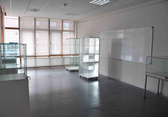 Equipamiento integral Casa Cuna vitrinas cristal | Muebles de oficina Spacio