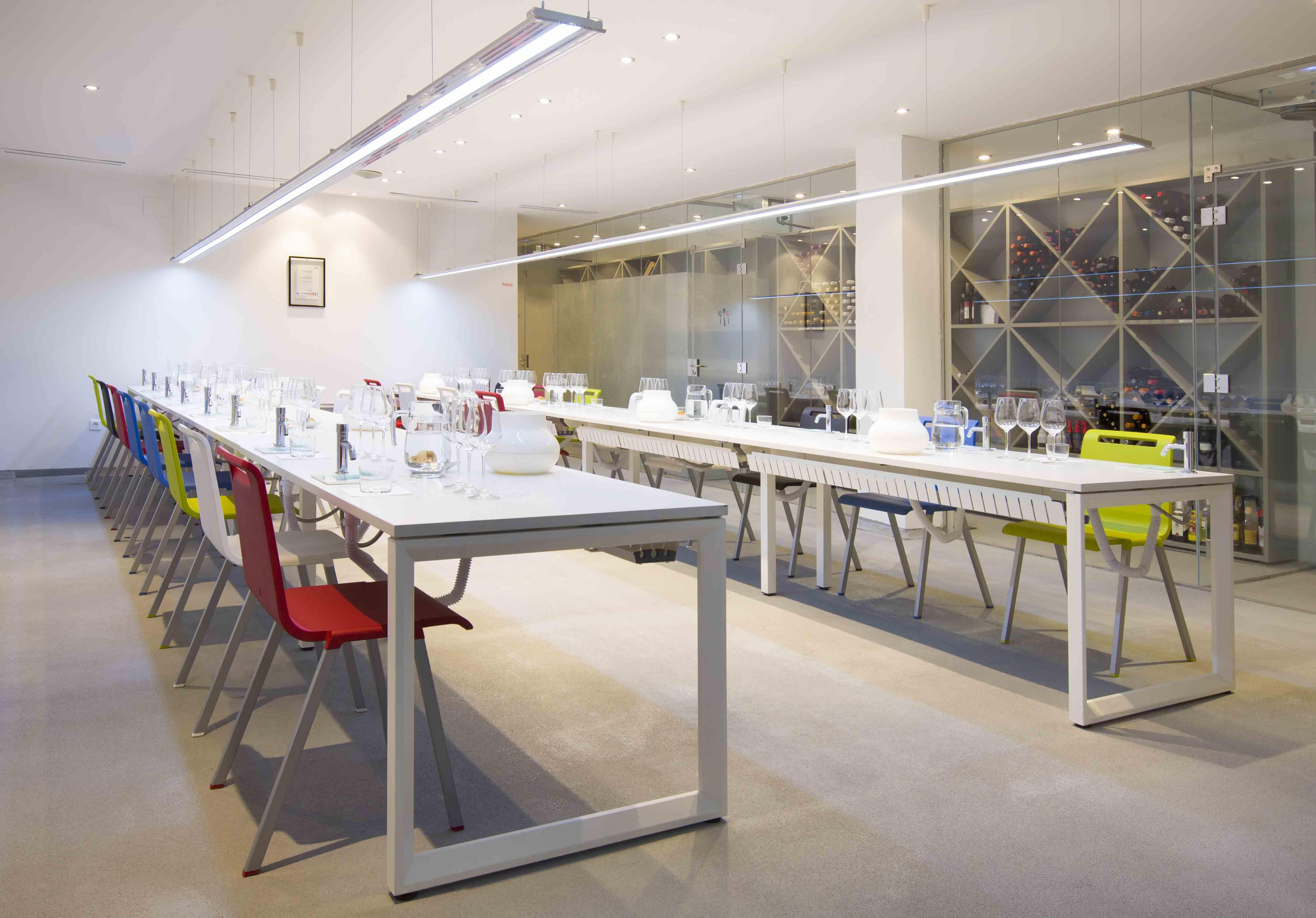Equipamiento integral escuela cocina sala catas | Muebles de oficina Spacio