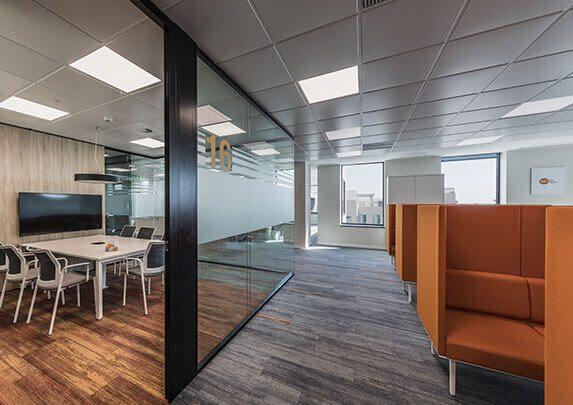 Equipamiento integral Renault sala polivalente | Muebles de oficina Spacio