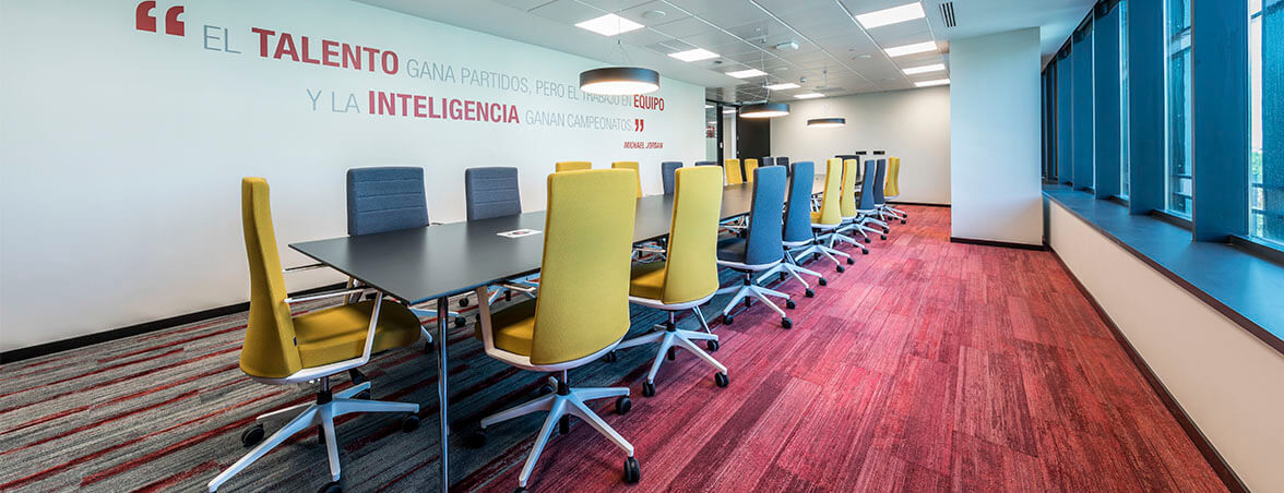Equipamiento integral Renault sala reunión 1 | Muebles de oficina Spacio