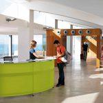 Mostradores recepción Informa verde | Muebles de oficina Spacio