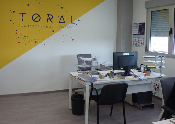 Proyecto oficinas Toral logotipo | Muebles de oficina Spacio