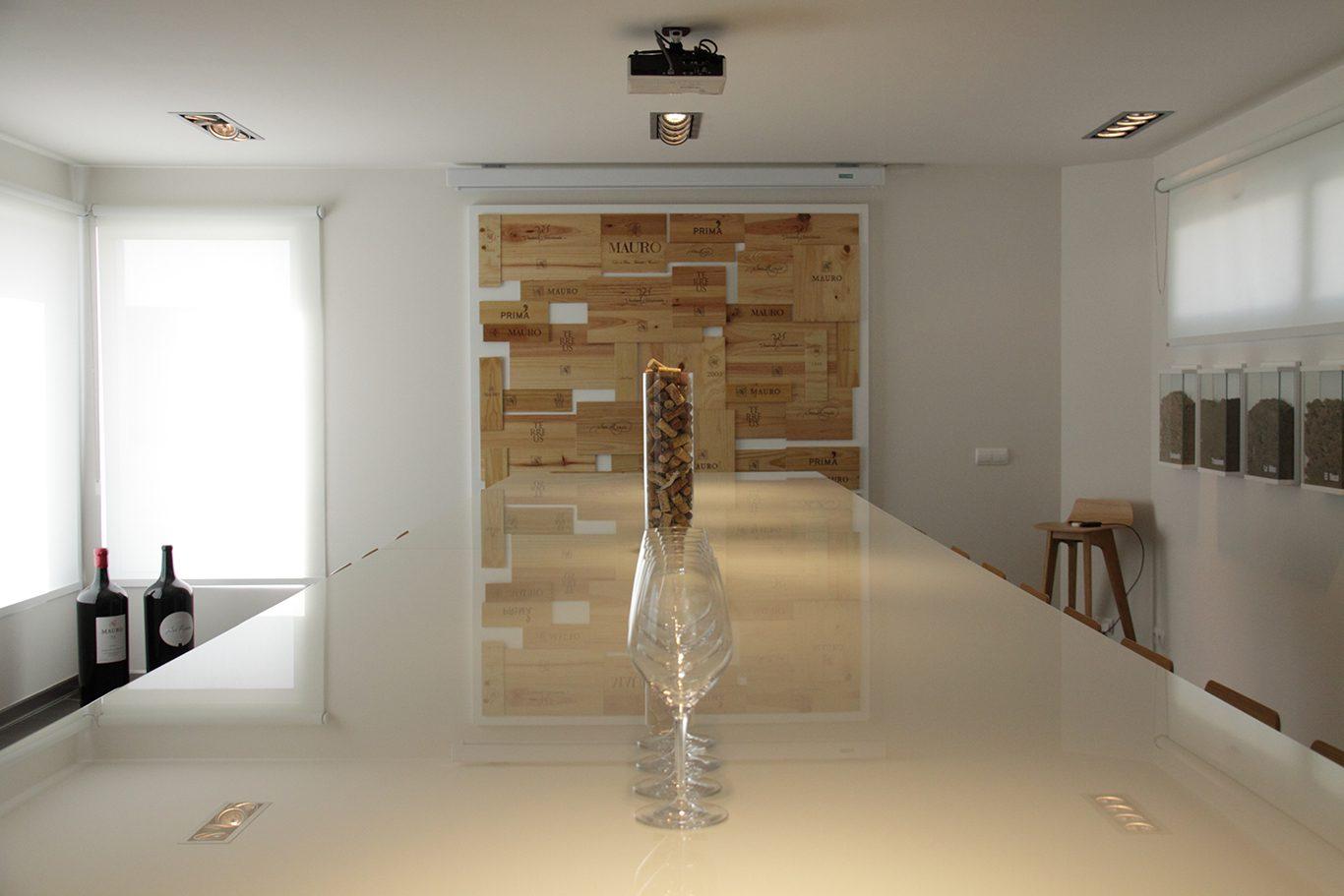 Sala de catas bodegas Mauro detalle mesa   Muebles de oficina Spacio