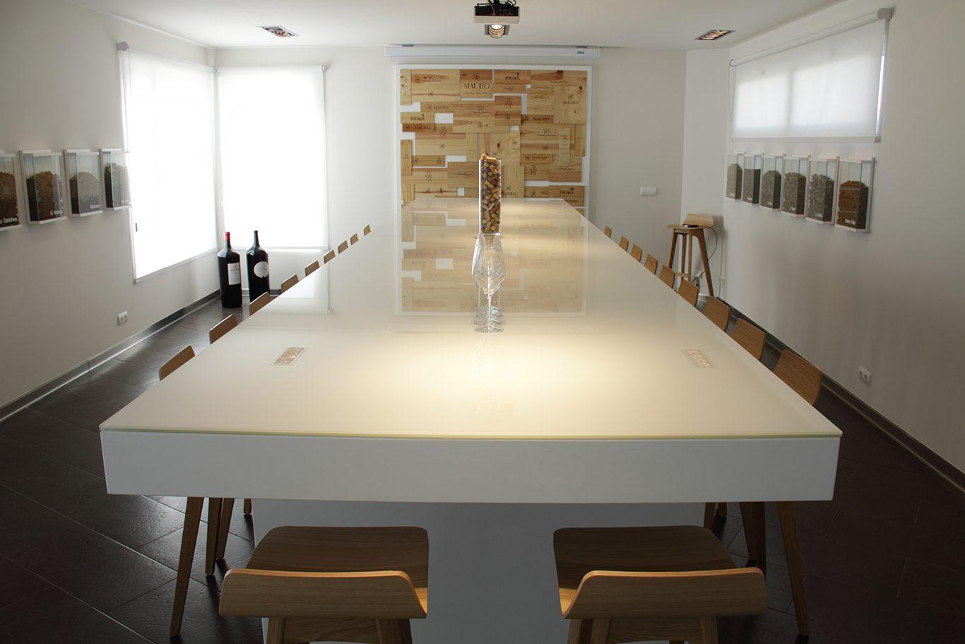 Sala de catas bodegas Mauro mesa frontal   Muebles de oficina Spacio