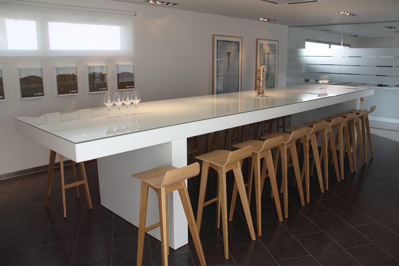 Sala de catas bodegas Mauro taburetes madera   Muebles de oficina Spacio