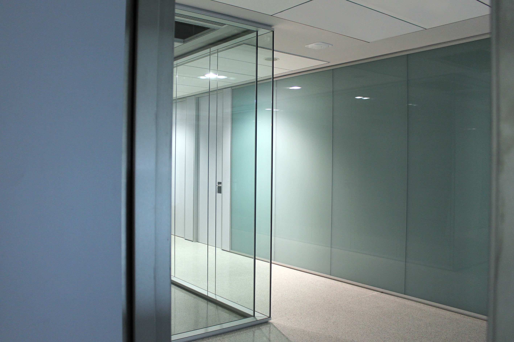 Mamparas de oficina separaci n de ambientes muebles de oficina spacio - Mamparas de oficina sevilla ...