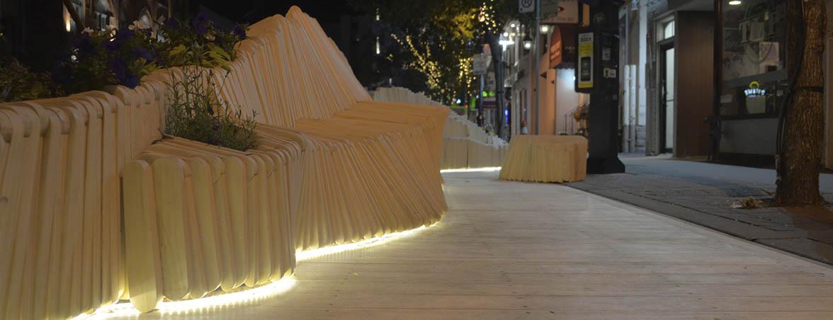Bancos de madera con LED | Muebles de oficina Spacio