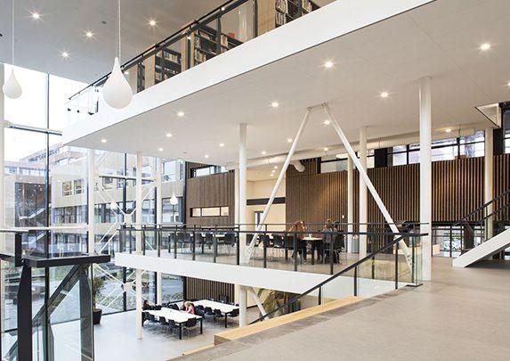 Mobiliario de universidad zona abierta | Muebles de oficina Spacio