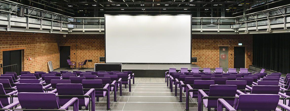 Mobiliario para teatro sala multifuncional | Muebles de oficina Spacio