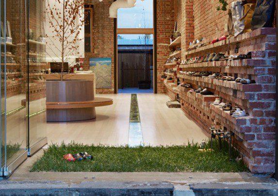 Mobiliario zapatería hierba natural | Muebles de oficina Spacio
