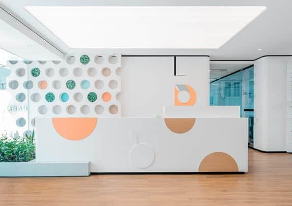 Muebles clínica dental recepción | Muebles de oficina Spacio