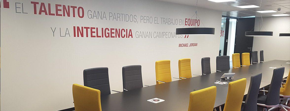 Nuevas oficinas Renault sala reuniones | Muebles de oficina Spacio