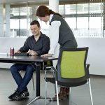 Sillas para sala Urban Plus respaldo malla | Muebles de oficina Spacio