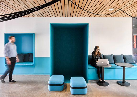 Zonas comunes en oficinas phone booth | Muebles de oficina Spacio
