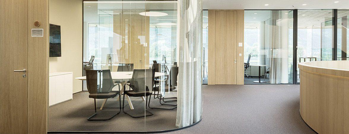 Oficina con mamparas curvas | Muebles de oficina Spacio