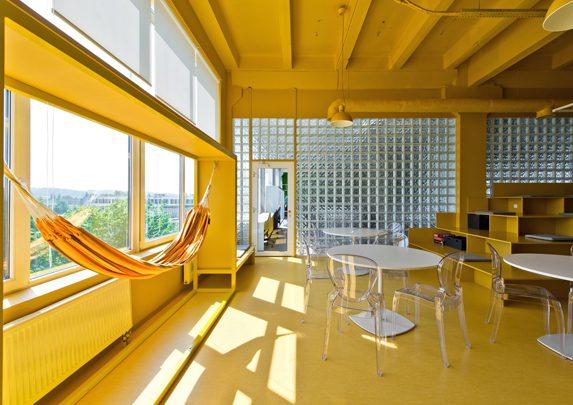 Oficinas de diseño amarillas | Muebles de oficina Spacio