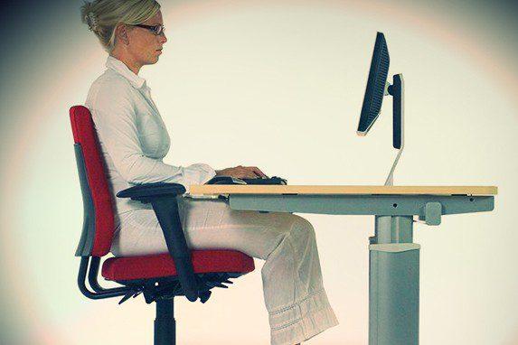Sentarse correctamente su importancia | Muebles de oficina Spacio