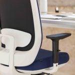 Silla para oficina Trim respaldo tapizado azul | Muebles de oficina Spacio