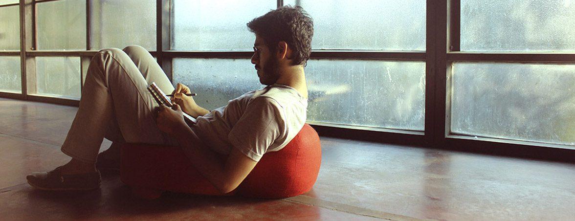 Sentarse con la silla tumbado | Muebles de oficina Spacio