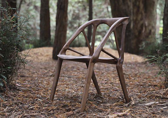 Silla madera en bosque | Muebles de oficina Spacio