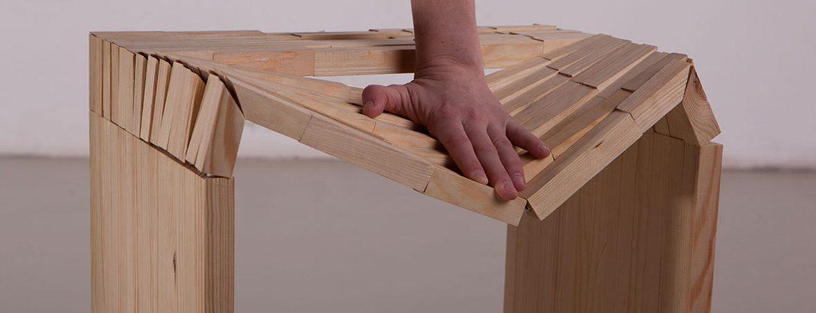 Taburete de madera mano | Muebles de oficina Spacio