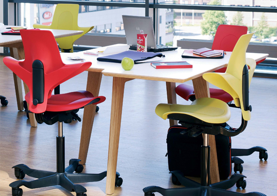 Silla Capisco rojo amarillo | Muebles de oficina Spacio