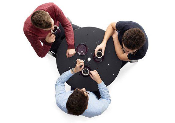 Sillas y mesa para exterior 3 plazas | Muebles de oficina Spacio