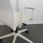 Silla Oficina Uka detalle respaldo brazo   Muebles de Oficina Sp