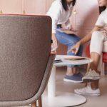 Butacas Noom gris rojo trasera sala personas | Muebles de Oficina Spacio